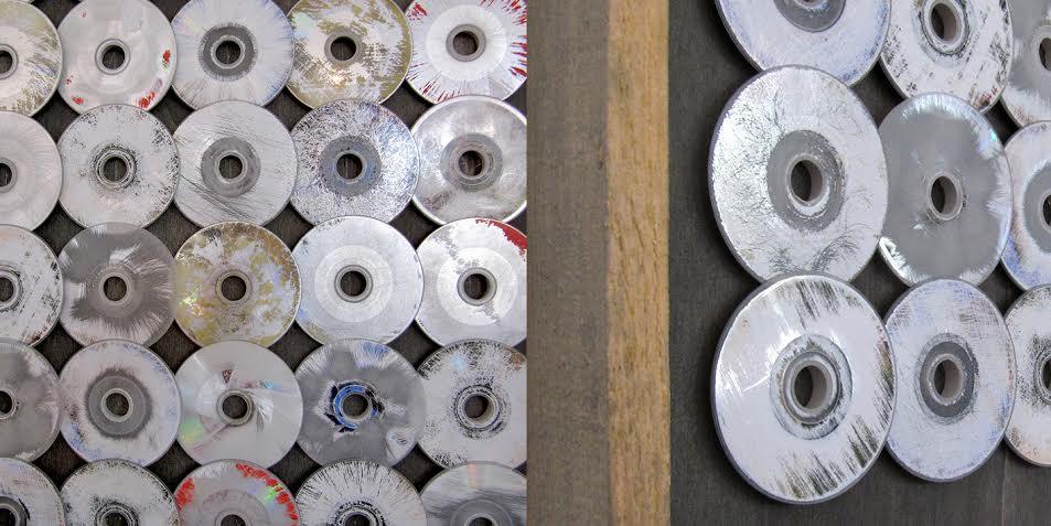 SILVER DOLLARS, CDs, sanded, scaffolding frame 104 x 54 cm 2012 photo: Ignatz Deckardt, 850 €
