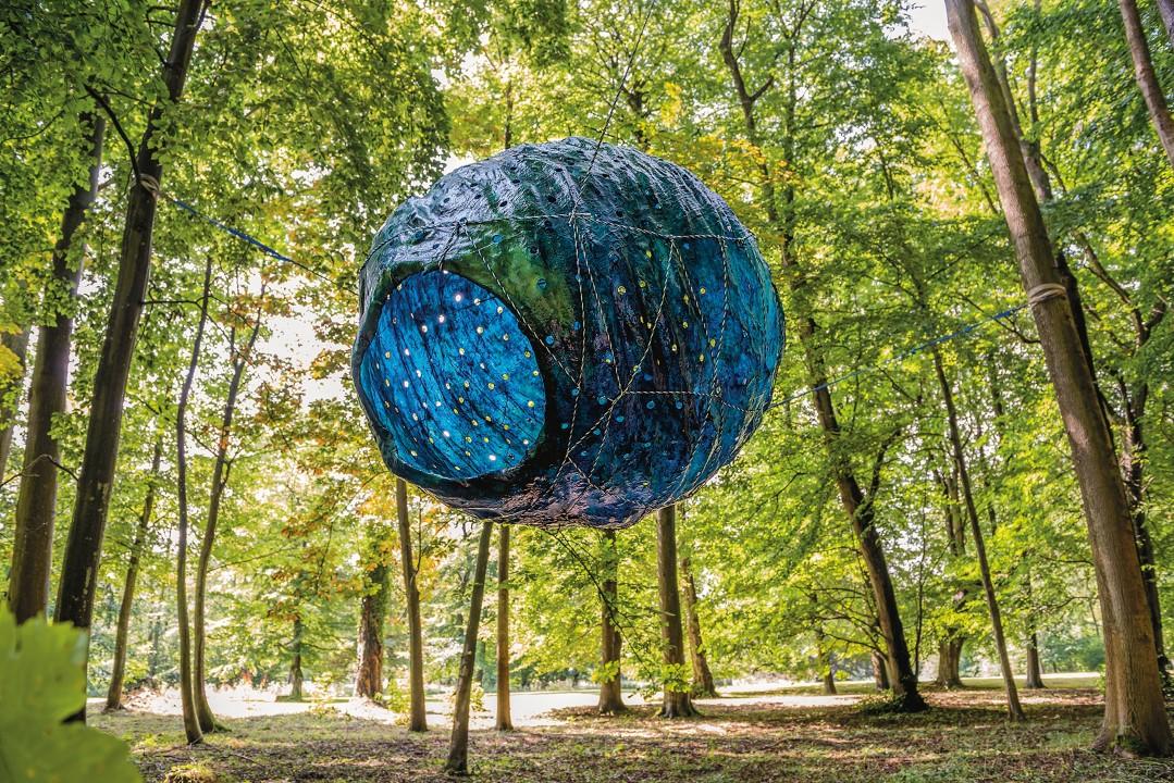 II.nd Moon, resin, fiberglass, pigments, LEDs, 220 x 190 x 180 cm, 2014, photo: Christiane Burwitz, 18.000 €
