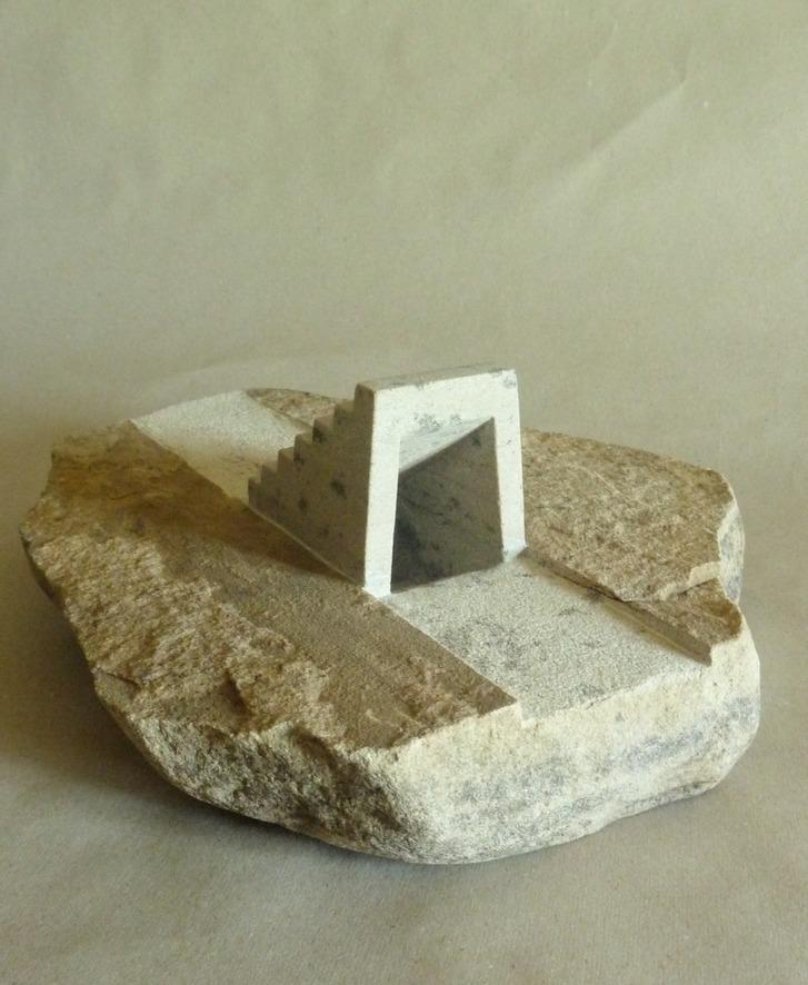 Auf und Ab, sandstone, 40 x 34 x 14 cm, 2013, 3.500 €