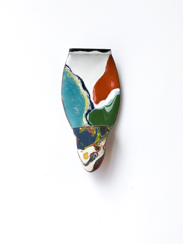 brooch flow, l`art pour l´art, 2014, enamel on copper, dried acrylic colour, silver, stainless steel, 45 x 95 mm, 600 €