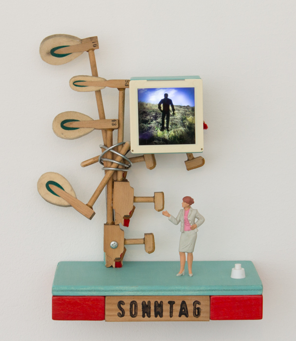 Sonntag, wood, dia (6x6), 22 x 26,5 x 11 cm, electricity: battery 3 x AA, function: LED-light, with wall holder, 2016, 320 €