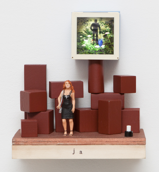 ja, wood, dia (6x6), electricity: battery 3 x AA, function: LED light, 19 x 21 x 11 cm, wall holder, 2016, 350 €
