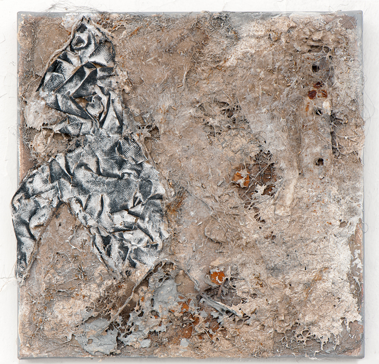Ohne Titel 14-24, gauze bandage, mixing technique, scrap metal, champagne chalk on canvas, 40 x 40 cm 960 €