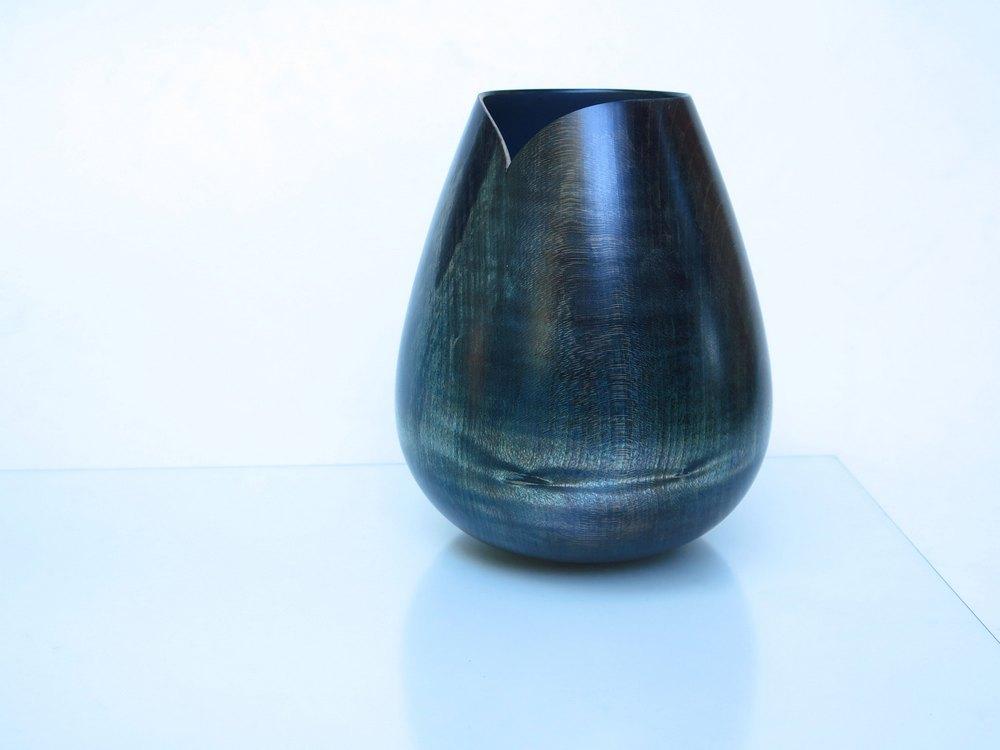 Vase blue green