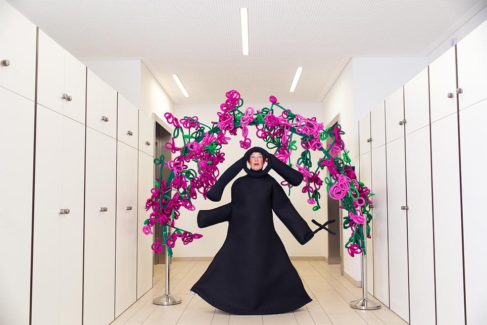 Justyna Koeke Performances Gentrifizierung, Feminismus, Alter, Kirche
