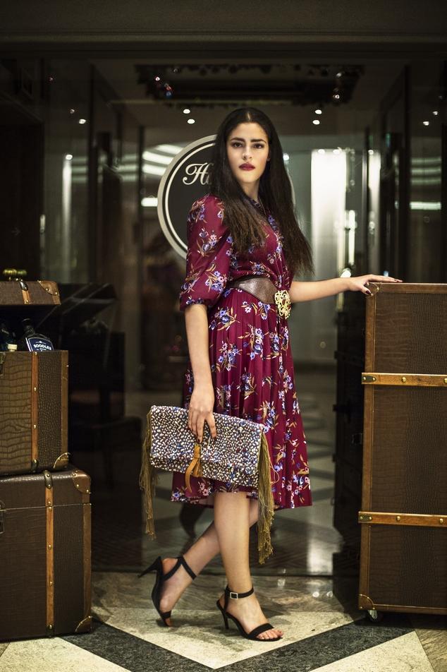 Vintage Kleid, 70er Jahre, verkauft, Gürtel aus den 80er Jahren, Preis: 60 €, Clutch von SICA, Preis: 83 € Hotel Palace Berlin, Model: Aranay Maldonado