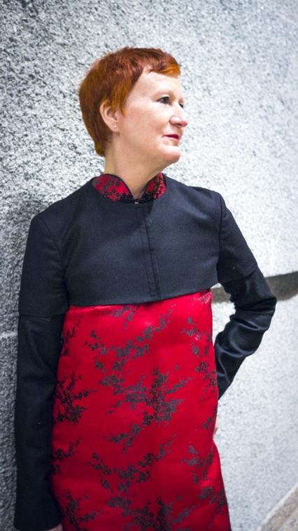 Monika mit Jil Sander Blazer und Designer Kleid