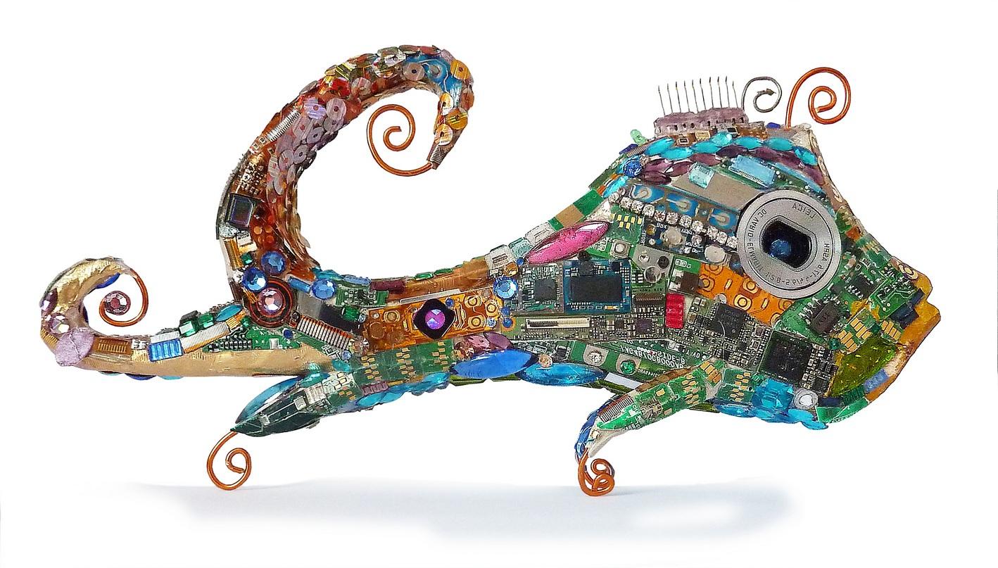rod colori - Buchstaben, Zahlen, Fische und Objekte. from trash to treasure Rüdiger Möllering Kunst Design Handwerk Strasssteine