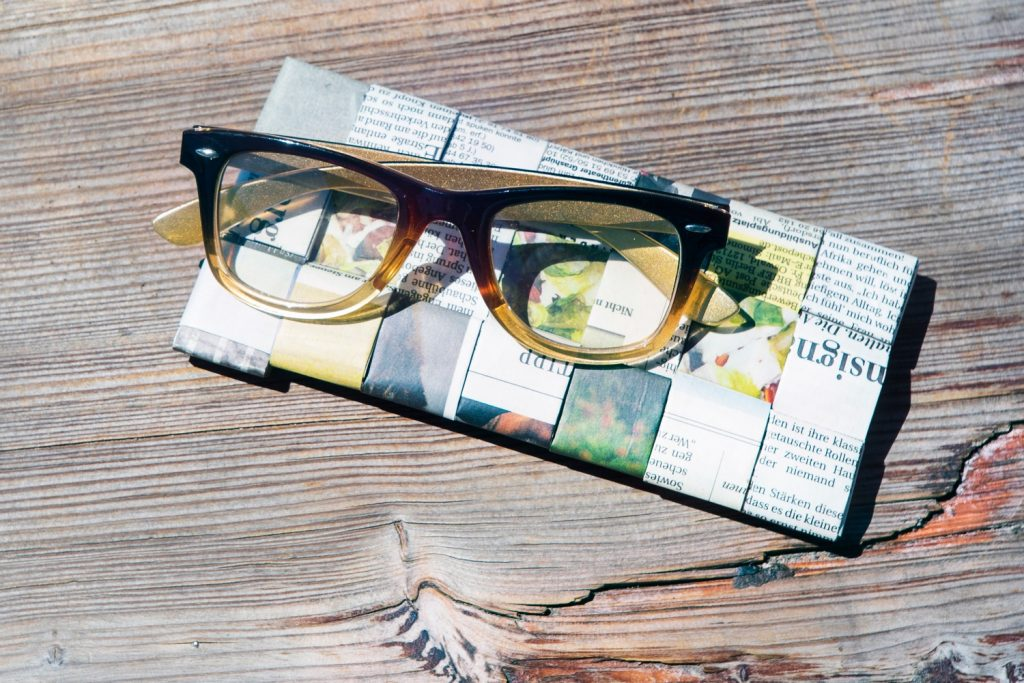 glasses case made of newspaper by Transformate