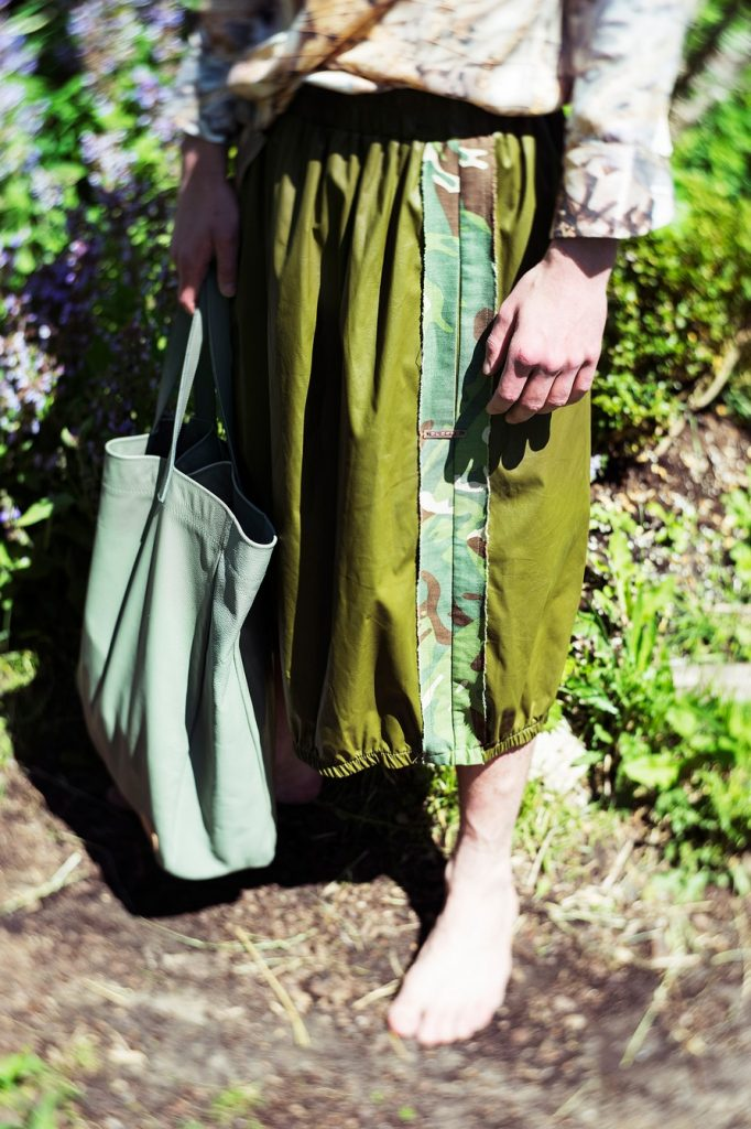 blouse by Eastlondon, camouflage trousers by Djofra, upcycling bag by Mookoo