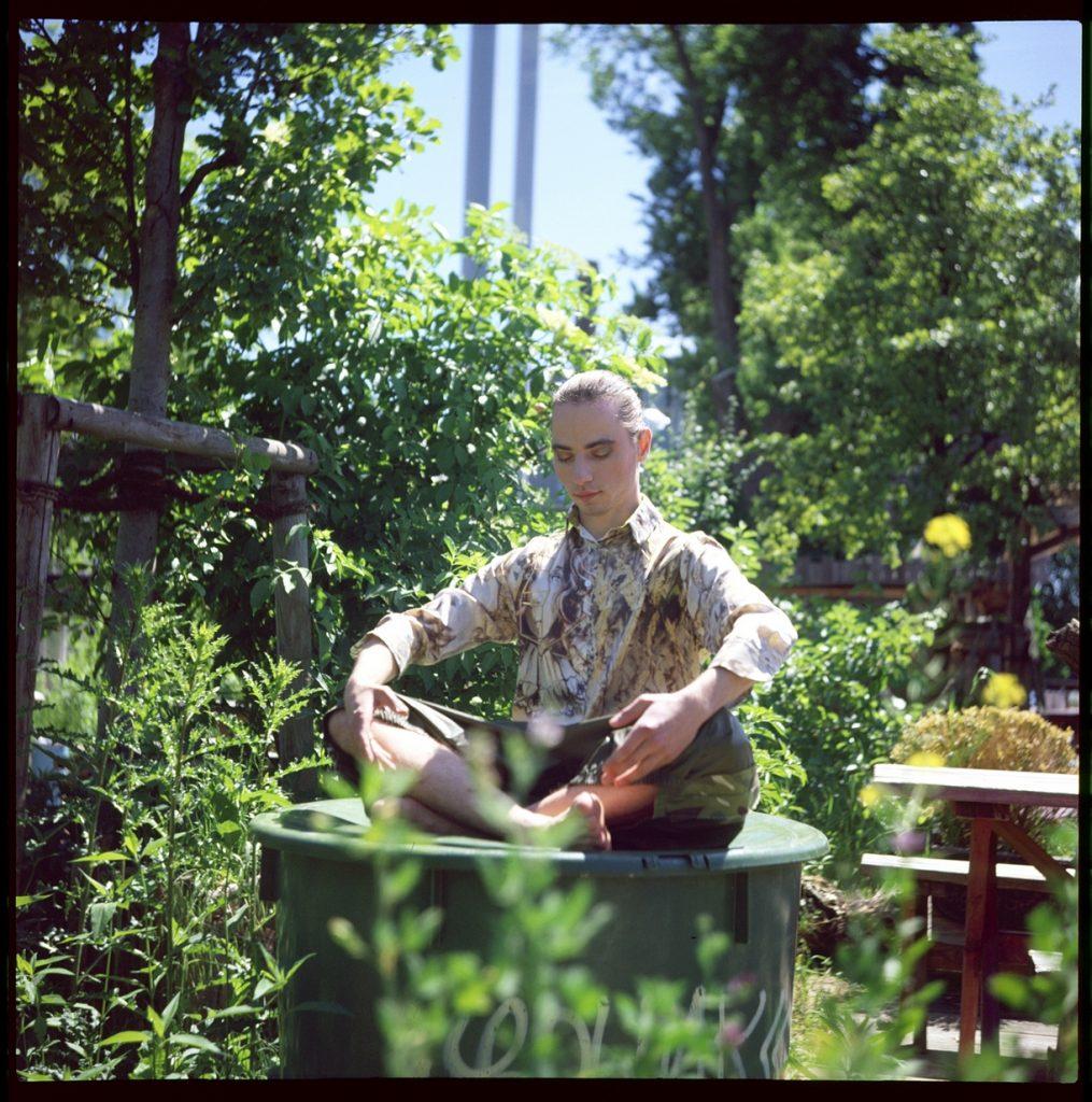 Bluse von Eastlondon, Hose von Djofra Holzmarkt 25 Antonio Castello Fotoshooting Paulina's Friends