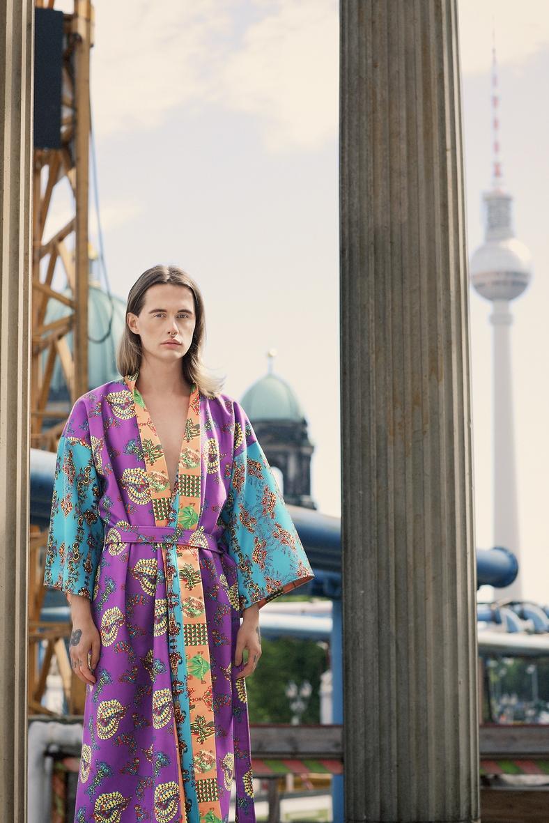 Kimono Alexanderplatz bunt Berliner Fernsehturm